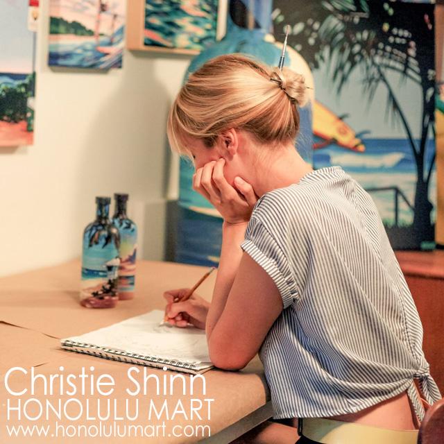 ハワイの絵を描くクリスティの写真