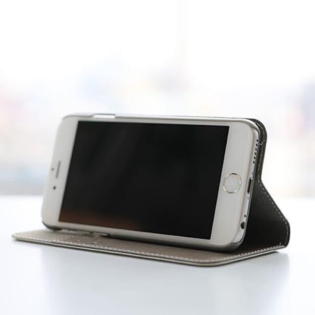 手帳型iPhoneケースのiPhoneスタンド機能の写真