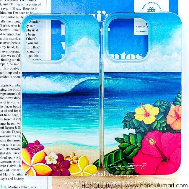 ビーチに咲くプルメリアとハイビスカスの絵のハワイアンiPhoneケース