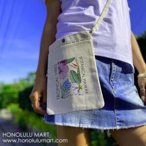 ハワイのボタニカル柄サコッシュ1