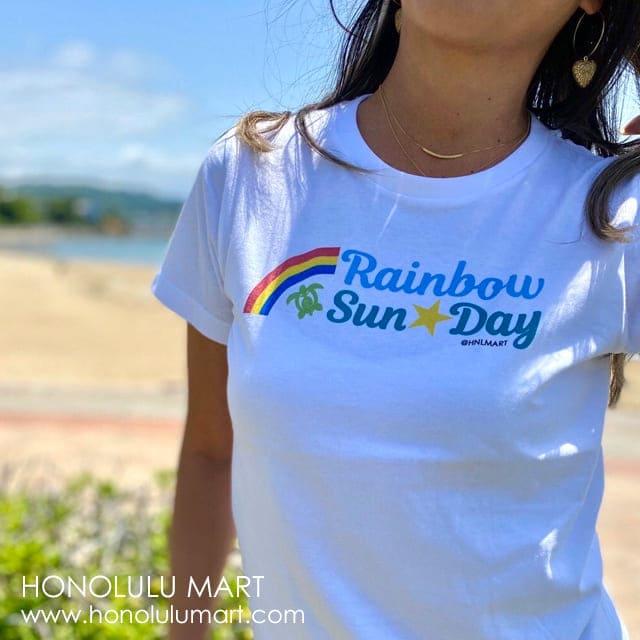 虹とホヌのレインボーサンデー・ハワイアンTシャツ