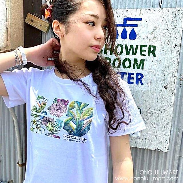 可愛いボタニカル柄ハワイアンTシャツ1