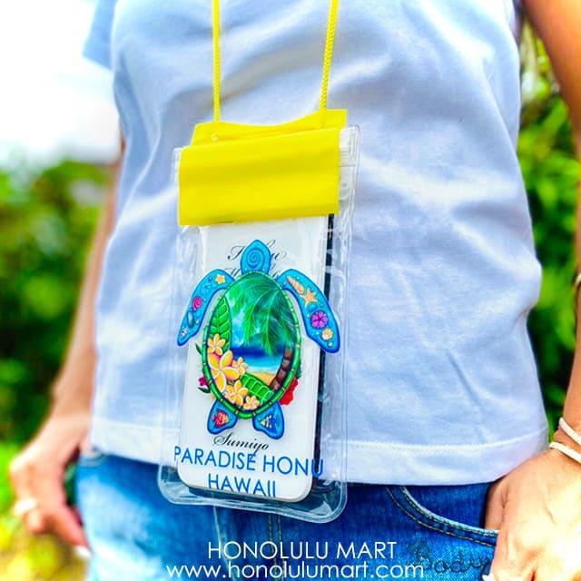 ホヌの絵柄のハワイアン・スマホ防水ケース2