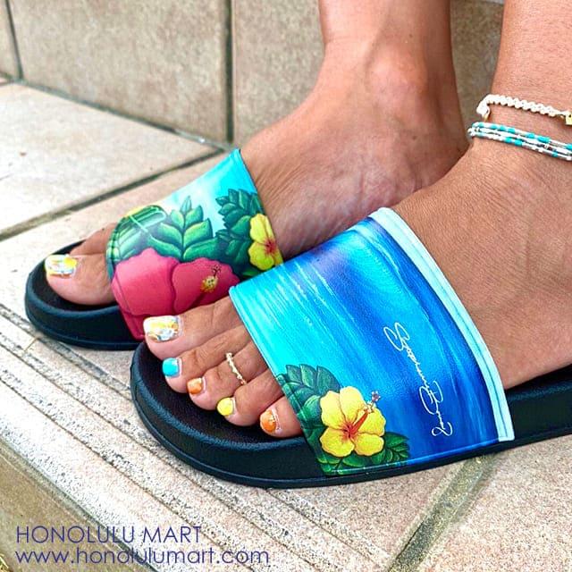 ハワイの海の景色の絵のシャワーサンダル2
